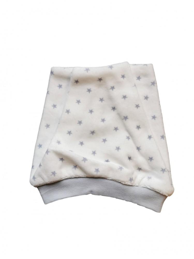 Veliūrinė kepurytė kūdikiui su žvaigždutėmis 44 dydis